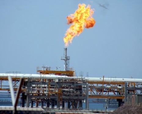 Frustran-un-atentado-contra-destacado-puerto-de-exportación-de-gas-en-Yemen - copia
