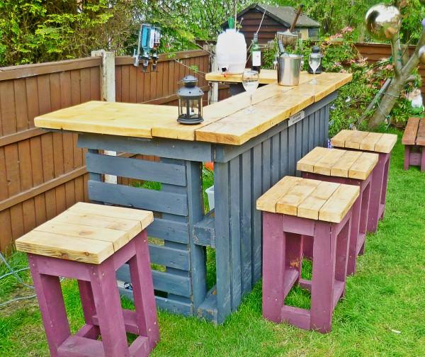 Troncos palets y tablas para r sticos sillones y bancos for Bancos de jardin con palets