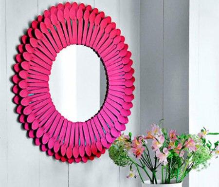 50 marcos de espejos hechos con materiales reciclados for Decoracion de espejo con material reciclable