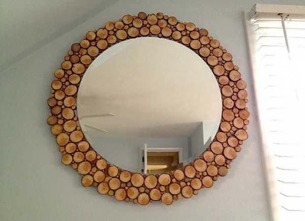 50 marcos de espejos hechos con materiales reciclados for Ideas para hacer espejos decorativos