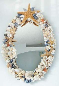 50 marcos de espejos hechos con materiales reciclados for Espejos decorados con piedras