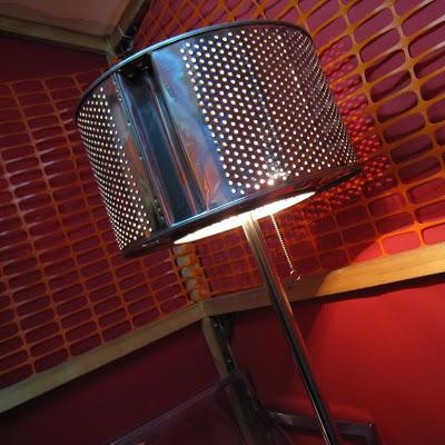 lámpara hecha con tambor de lavadora feria reciclaje gijon 2008