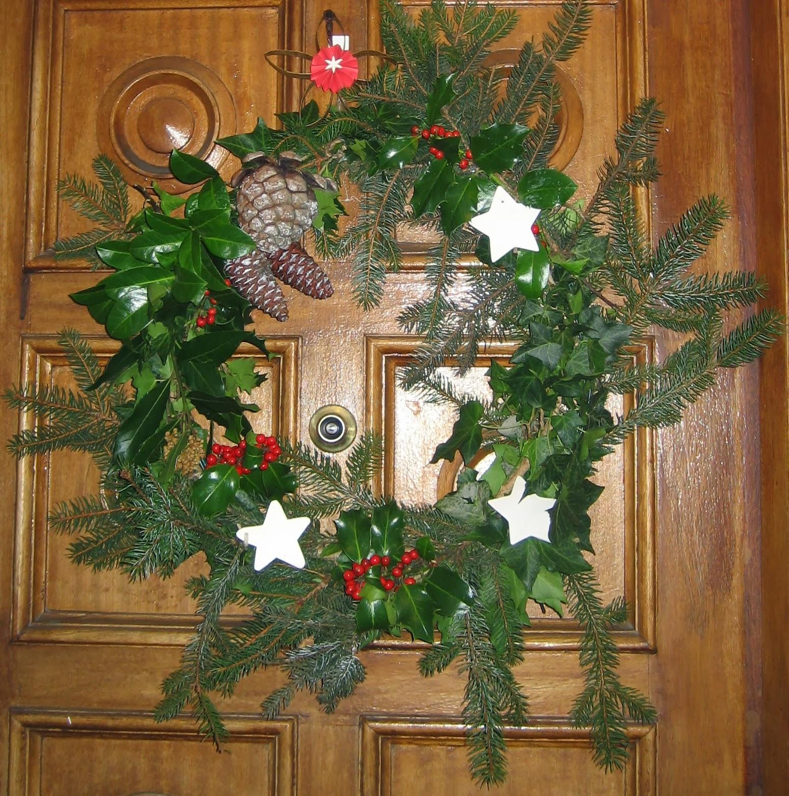 C mo realizar coronas navide as con materiales reciclados - Como hacer decoraciones navidenas ...