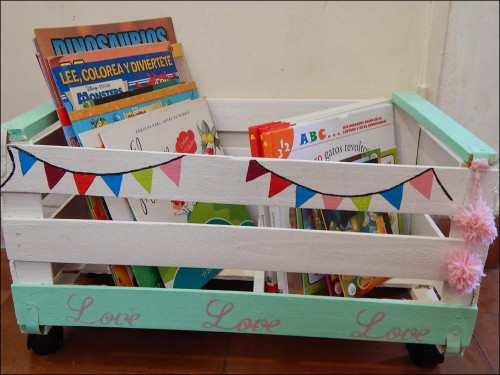 C mo decorar un caj n de verdura o fruta para reutilizarlo for Caja de colores jardin infantil