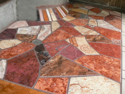 Decoraci n de pisos con trozos de cer mica im genes for Ceramica patios fotos