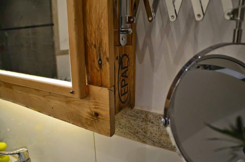para el lavamanos y espejo realizado con palets