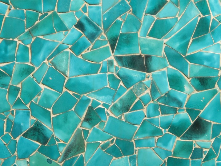 Decoraci n de pisos con trozos de cer mica im genes for Tipos de marmol para mesadas