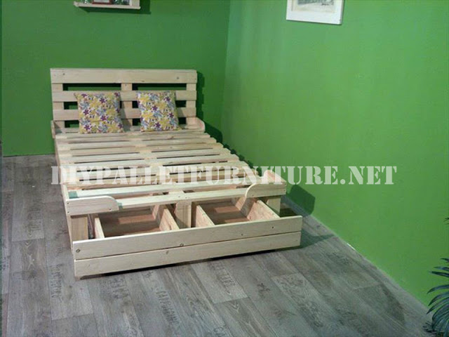 estructura de cama con cajoneras hecha de palets 1