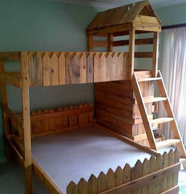 Ideas para hacer muebles reciclados cama con palets for Como hacer una piscina con palets