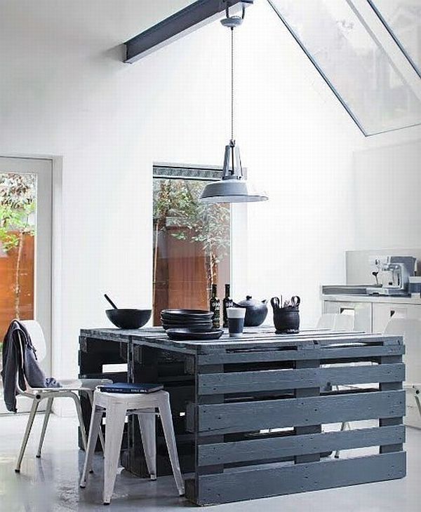 black-pallet-table