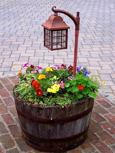 Ideas para decorar con barricas de vino (24)