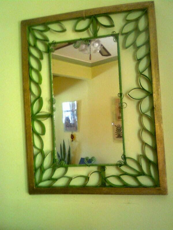 Originales espejos hechos con materiales reciclados for Como hacer un espejo con marco de madera
