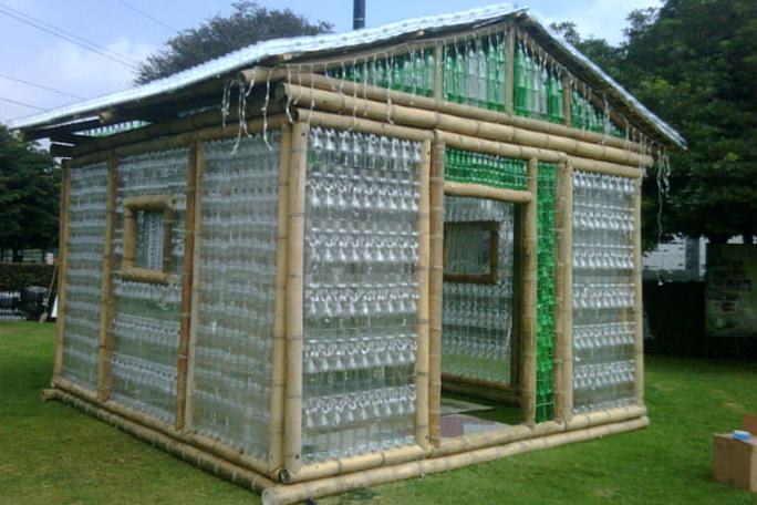 Casa-con-Botellas-en-Ekotectura