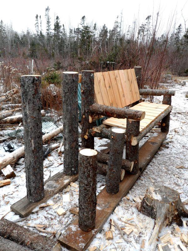 Bancos y sillas hechos con troncos ideas super originales for Bancos de jardin con palets
