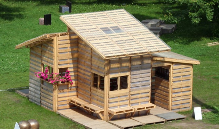 Pallet-House-from-Above-_zoom-by-Gabriel-Neri-lead