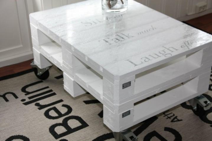 blanco-auxiliar-mesa-alfombra