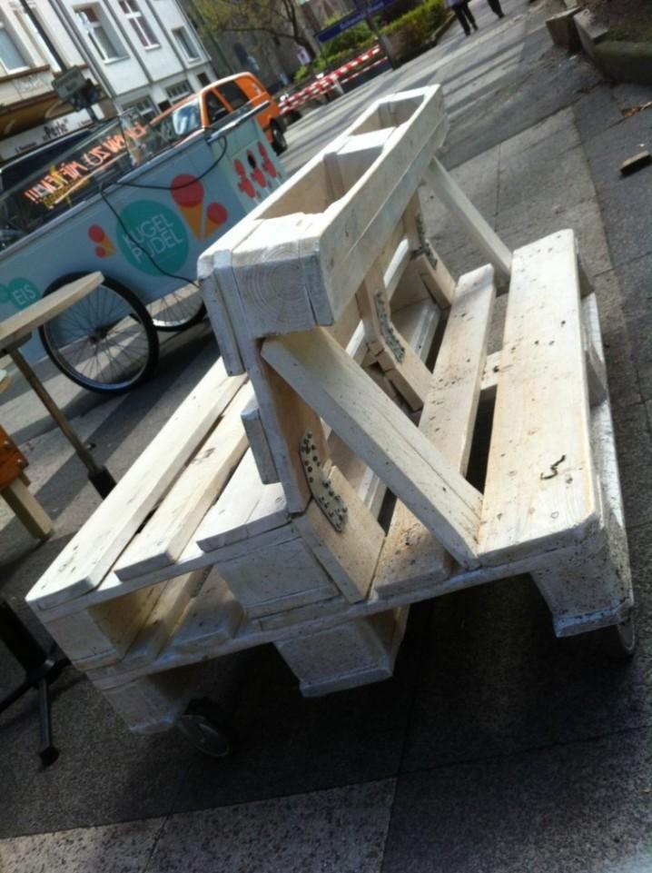 muebles-hechos-con-palets-blanco-calle