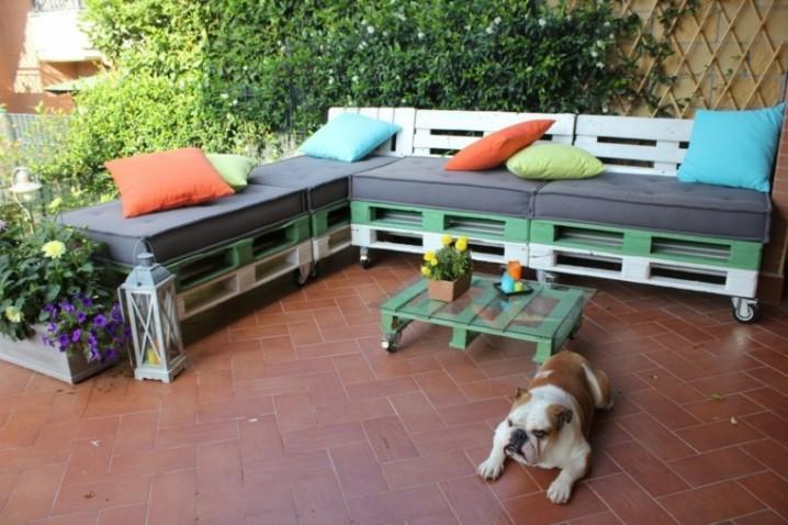 muebles-hechos-con-palets-cojines-colores