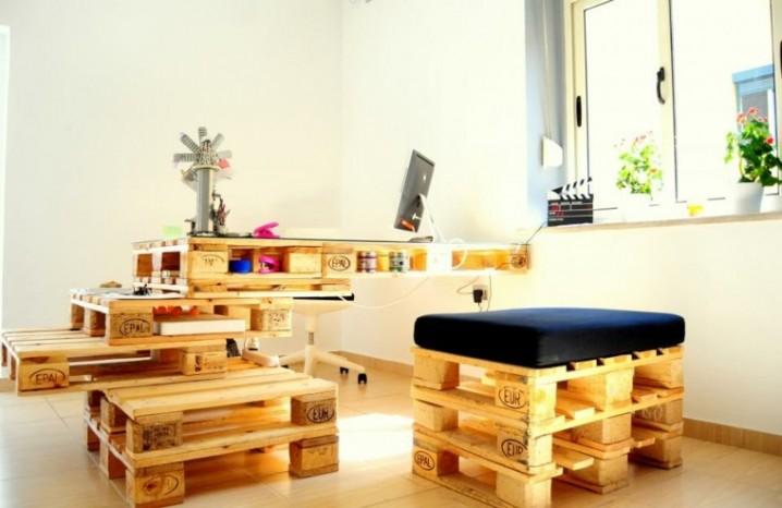 muebles-hechos-con-palets-cojines-oficina