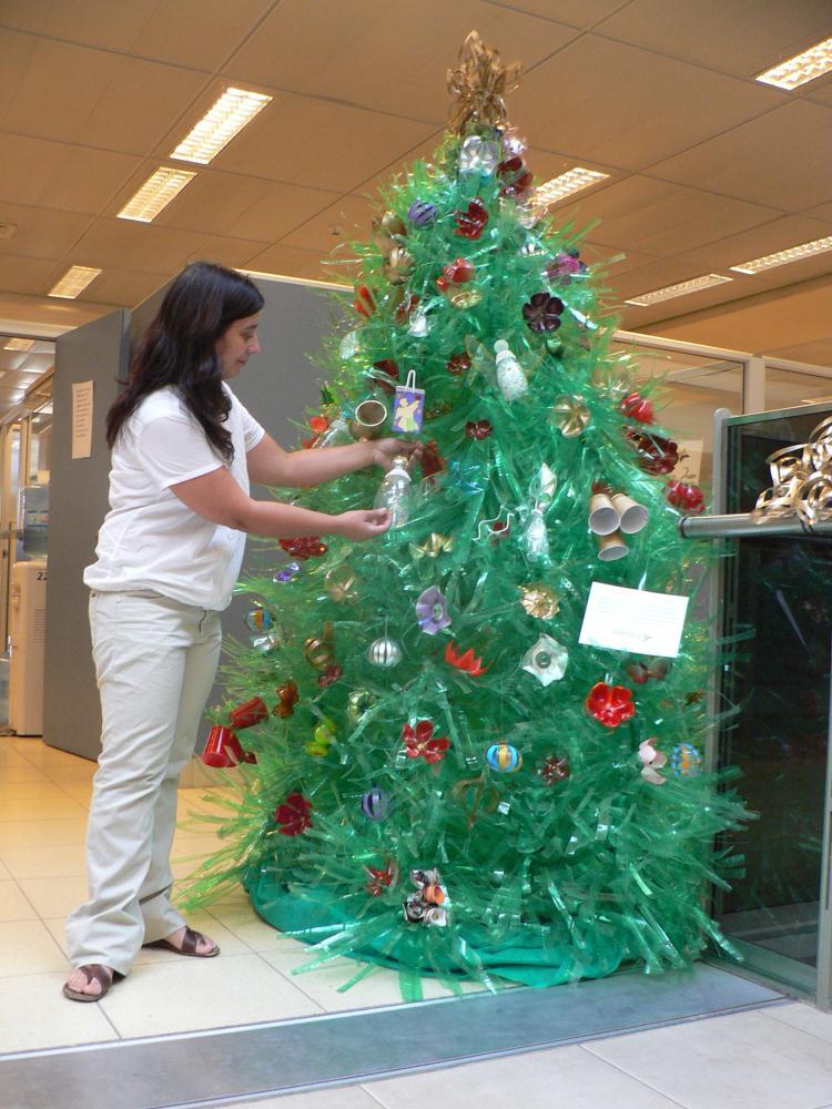 45 rboles de navidad con reciclados para ni os ecolog a hoy - Adornos navidenos con material reciclado para ninos ...
