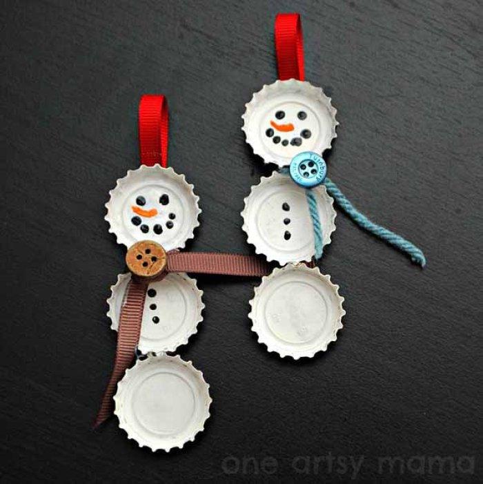 estos hombrecitos de nieve para colgar del arbolito de navidad sin dudas a los mas chiquitos les van a encantar y ellos pueden ayudarte a armarlos