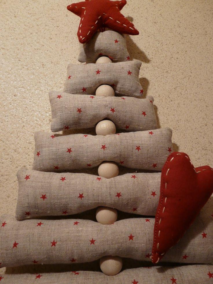 Decoraci n navide a con papel frascos pi as telas y - Arbol de navidad tela ...