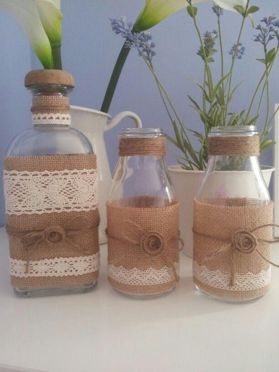 Decoraci n navide a con papel frascos pi as telas y - Botellas con velas ...