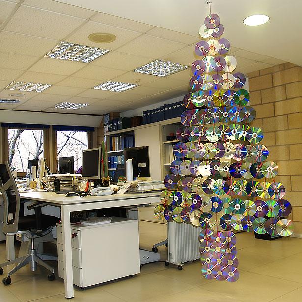Im genes de navidad con decoraci n navide a reciclada for Decoracion navidena para oficinas