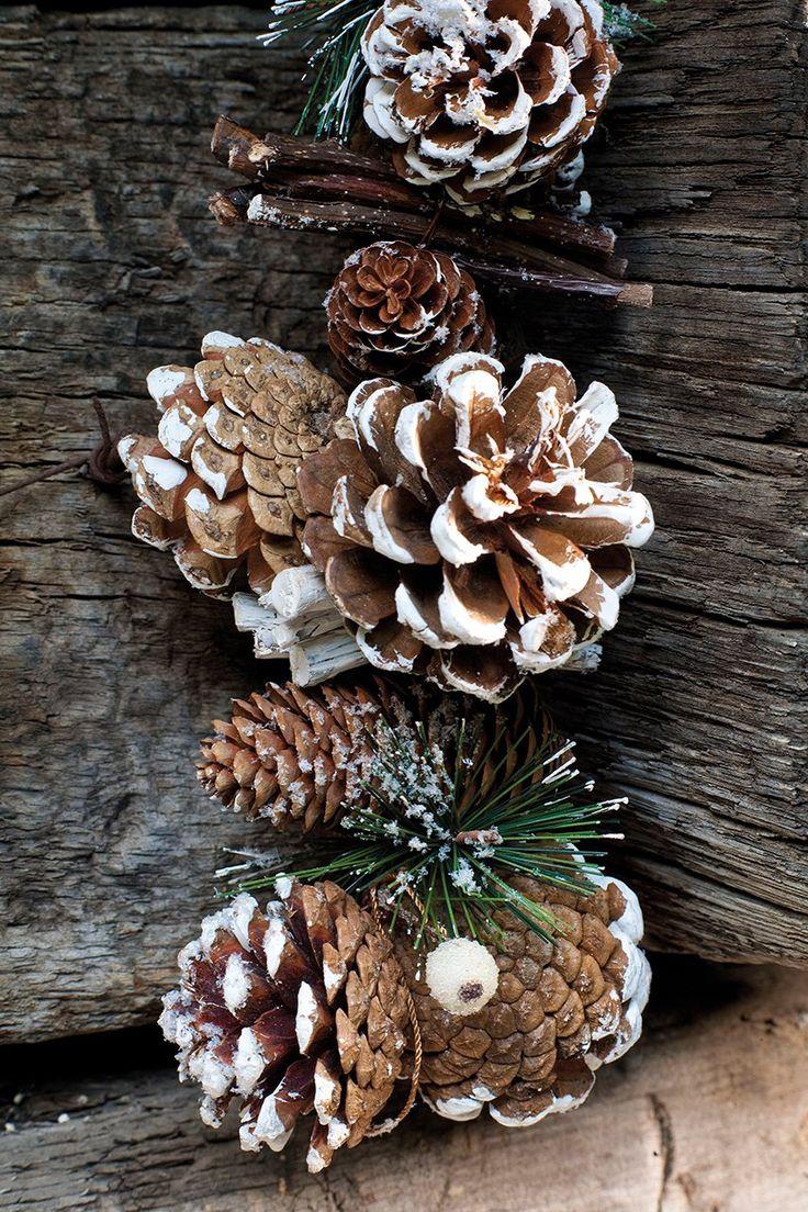 Decoraci n navide a con papel frascos pi as telas y - Decoracion navidena con pinas ...