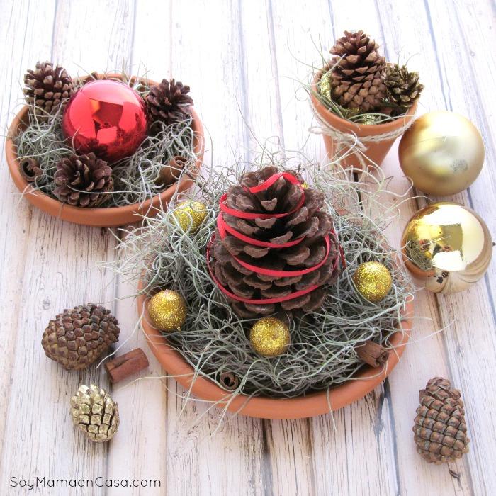 Centros de mesa navide os con materiales reciclados - Adornos para navidad con pinas ...