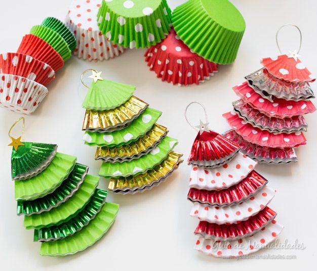 Decoraci n navide a con reciclaje adornos centros de - Adornos de navidad con cartulina ...