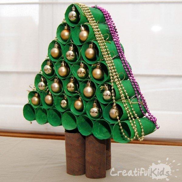 hacer-un-arbol-de-navidad-con-cartones-de-papel-higienico-600x601