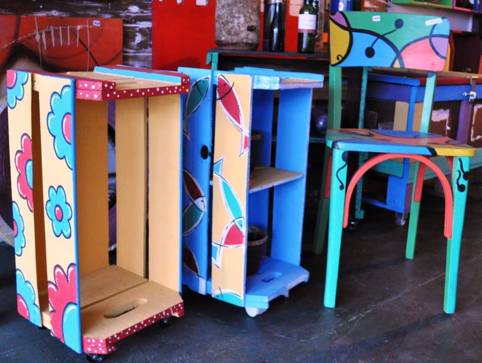 Manualidades recicladas para decorar el cuarto ecolog a hoy for Muebles con objetos reciclados