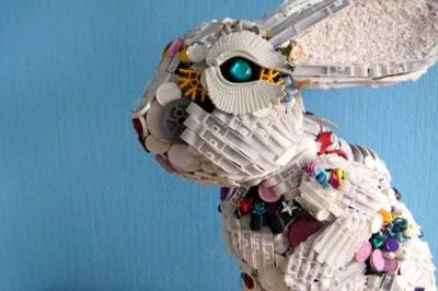 Arte-ecológico-Esculturas-con-juguetes-reciclados-3-400x266