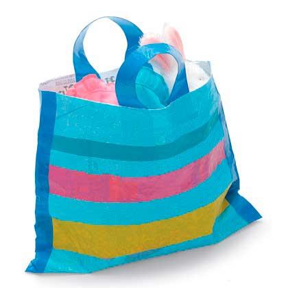 Como-hace-un-bolso-de-playa-con-bolsas-recicladas