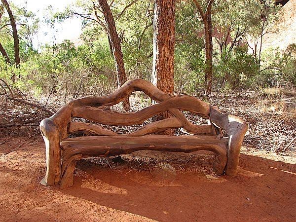 troncoBanco-casi-naturalmente-confeccionado-con-troncos-de-arbol