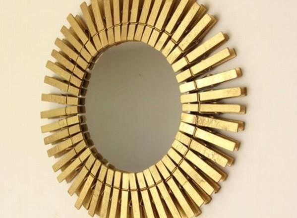 Espejo-hecho-con-palillos-de-ropa