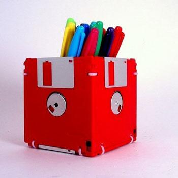 Manualidades-de-reciclaje-para-niños-con-disquete