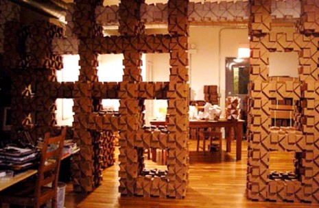 cardboard-decoration-DIY-handmade-recycle-decoración-cartón-manualidades-reciclar-cartón-bloxes-wall