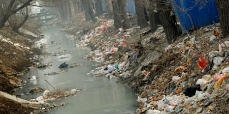 Paliza-a-un-hombre-de-60-anos-en-China-por-denunciar-la-contaminacion-de-los-rios-2