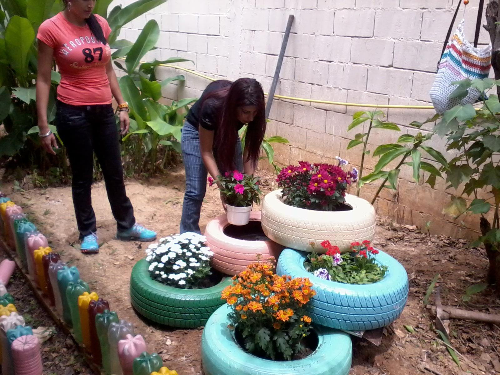 ideas de reciclaje para jardines Ideas De Manualidades Recicladas Para El Jardn Maceteros