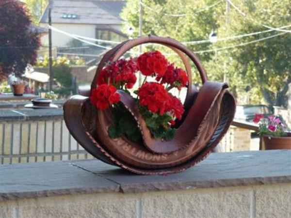 Ideas para jardin reciclado objetos ideas de reciclado con tutoriales ecolog a hoy - Jardineras con ruedas ...