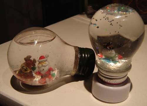 Ideas originales con focos quemados c mo reciclar for Como hacer artesanias en casa
