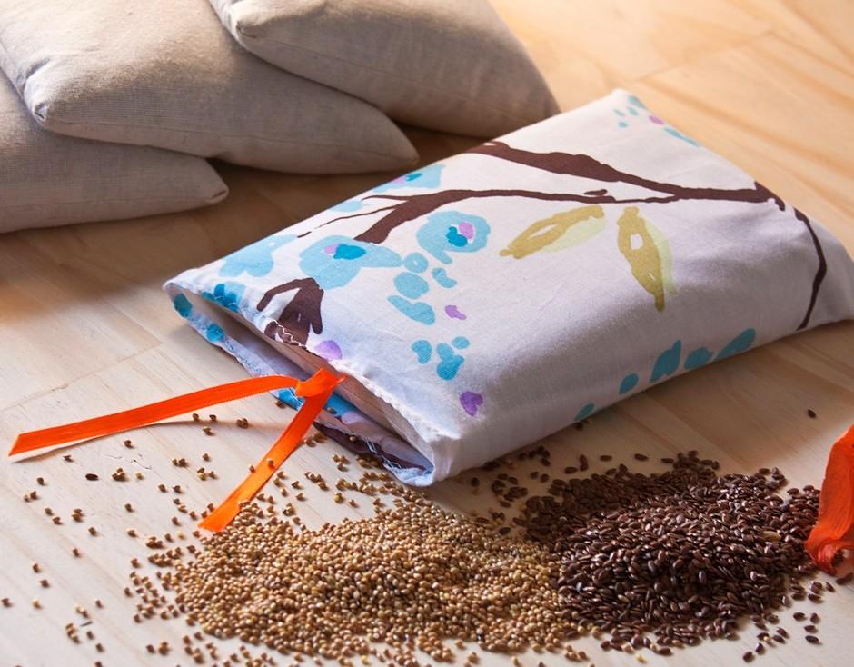 Cómo fabricar una almohada con semillas para aliviar dolores