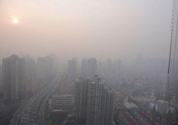 asi-se-ve-shanghai-la-capital-economica-de-china-a-causa-de-la-contaminacion-extrema-desde-hace-dias-afp_595_418_257282