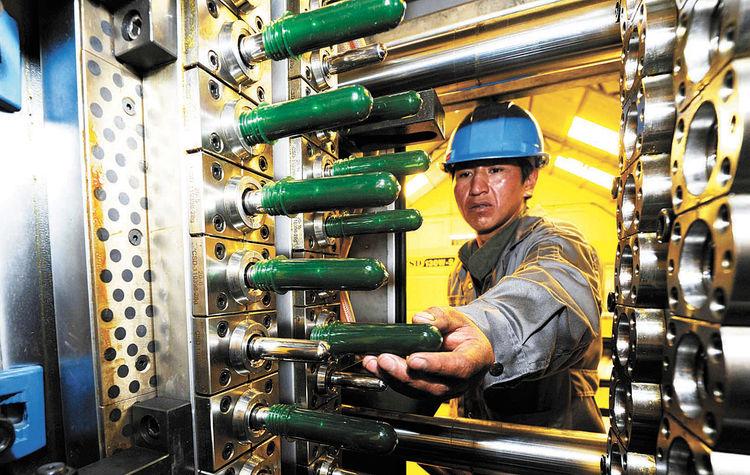 Industria-trabajadores-fabrica-preformas-fabricacion_LRZIMA20131018_0100_4
