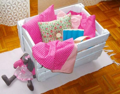 Reciclar cajones de verdura para guardar juguetes for Como reciclar una cama de madera