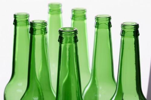 bebidas-botellas-vidrio-verde_3118343