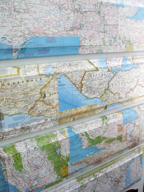 aparador-con-mapas1