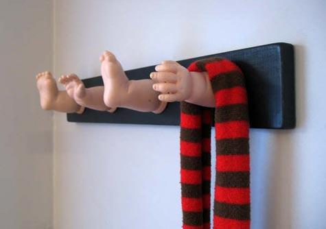 perchero de partes de muñecos 2
